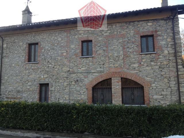 Santa Maria della Versa (PV) Casale ristrutturato in stile Rif. 061