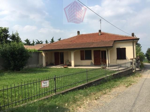 San Damiano al Colle (PV) Villa singola con giardino Rif. 073