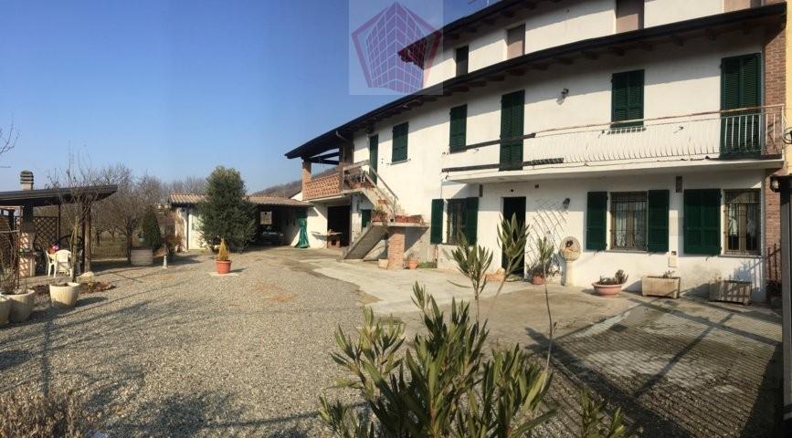 Broni (PV) Villa bifamiliare con terreno Rif. 065
