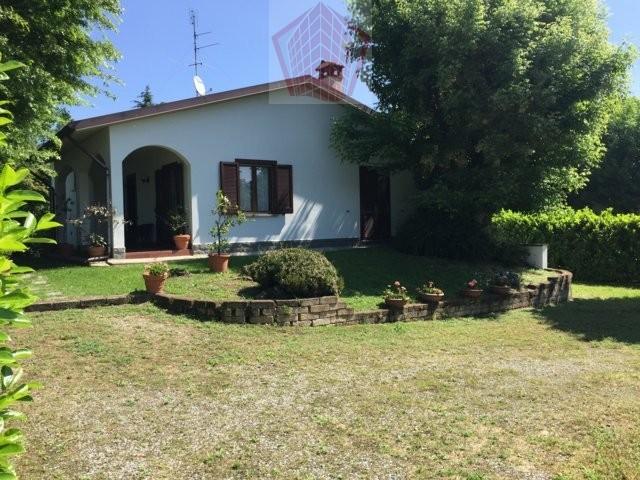 Spessa (PV) Villa con parco e piscina Rif. 089