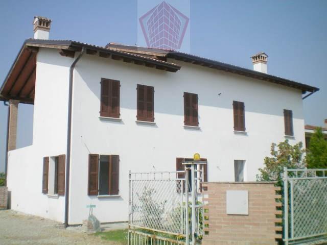Mezzanino (PV) Casale ristrutturato con parco e dependence Rif. 107