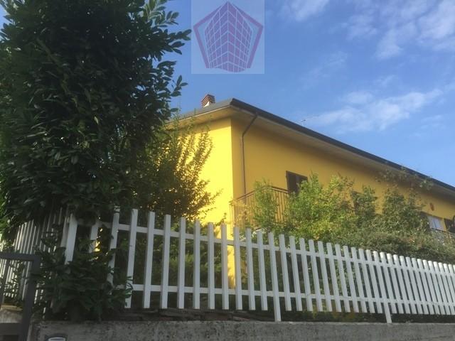 Casteggio (PV) Villa con giardino Rif. 106