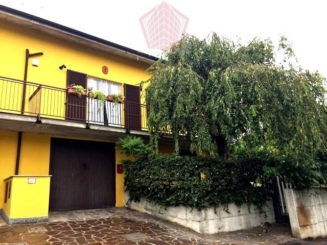 Casteggio (PV) Via Vigorelli Villa con giardino Rif. 138