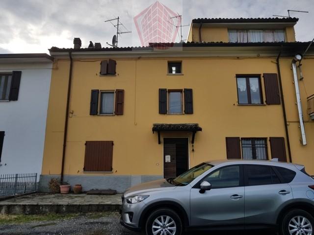 San Damiano al Colle Frazione Casa con terrazzo e terreno in vendita Rif. 146