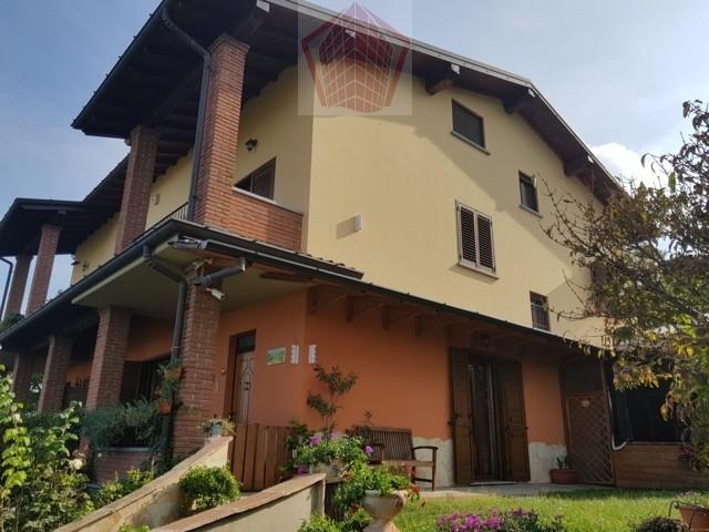 Stradella (PV) Loc. Torresacchetti VENDITA Villa con vista panoramica Rif. 158