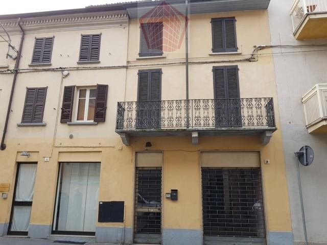 Broni (PV) Centro VENDITA Casa singola con negozio Rif. 154