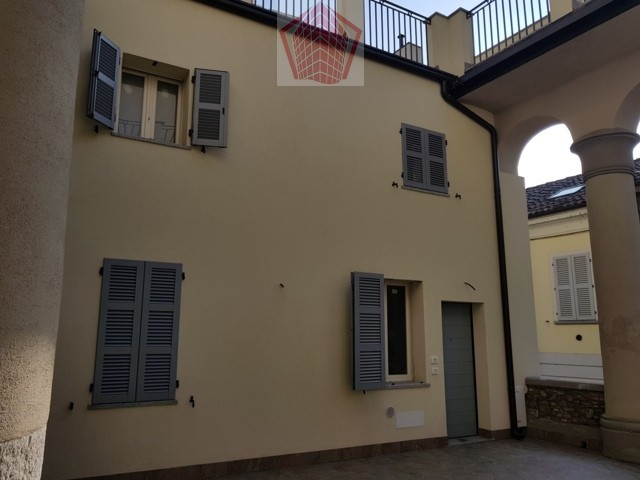 Stradella (PV) Centro VENDITA C.so XXVI Aprile Abitazione su due livelli con terrazzo Rif. 162