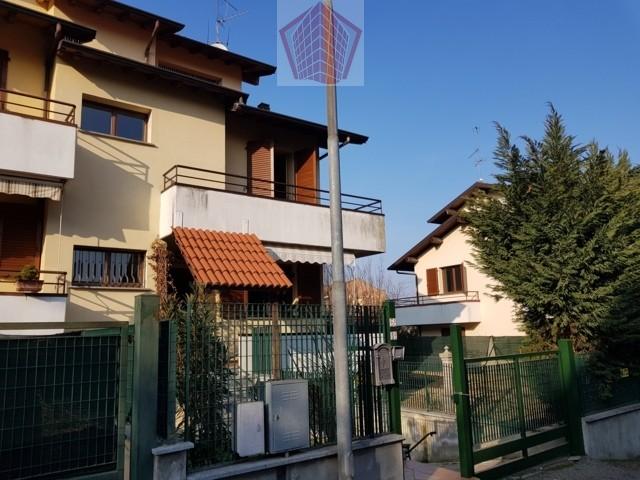 Casteggio (PV) Via Vigorelli VENDITA Villa di testa con giardino Rif. 167