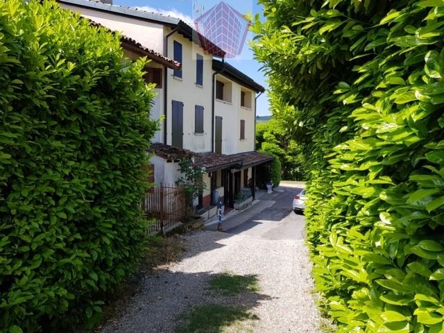 Montecalvo Versiggia (PV) Fraz. Spagna Oltrepo Pavese VENDITA Casa in stile con terreno agricolo a vigneto Rif. 204