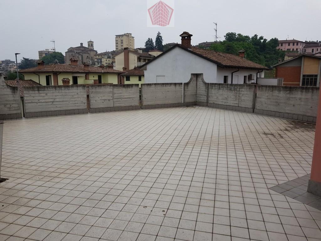 Stradella (PV) Via Civardi VENDITA  Appartamento trilocale  con terrazzo 80mq  Rif. 216