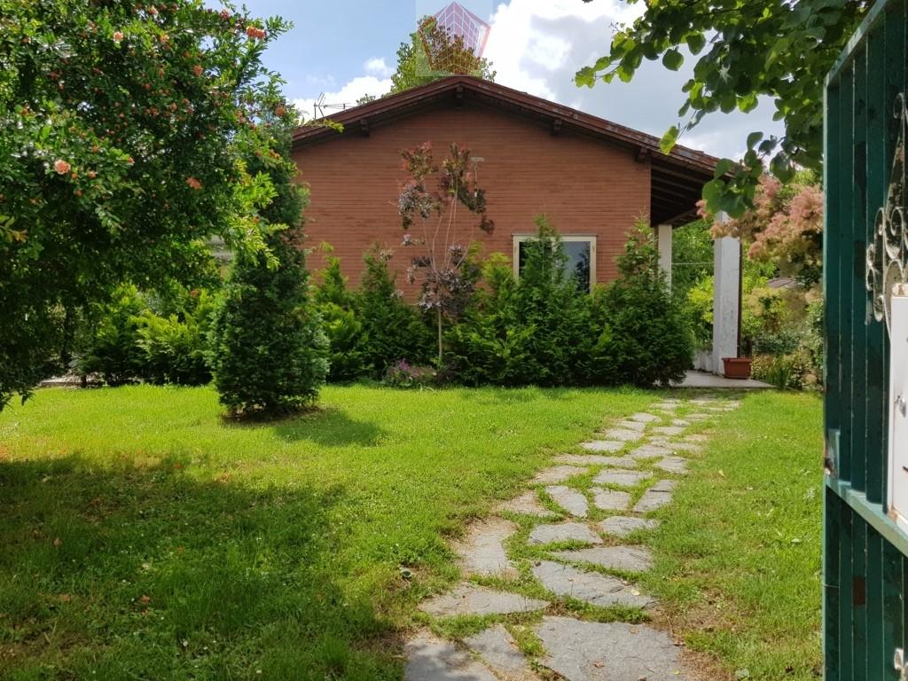 Arena Po (PV) VENDITA Villa singola con giardino Rif. 220