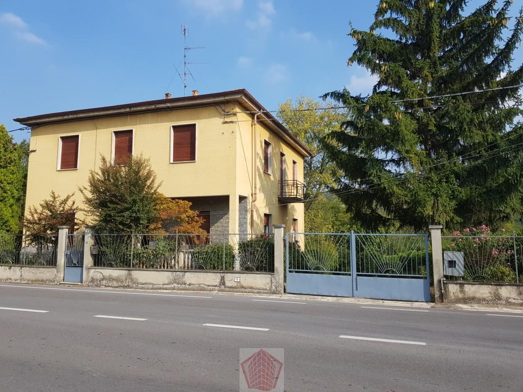 Santa Maria della Versa (PV) VENDITA Villa con giardino Rif. 247