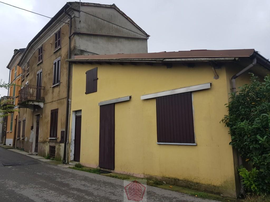 Montu' Beccaria (PV) VENDITA Casa di campagna con giardino Rif. 254