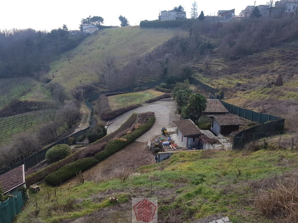Stradella PV Fraz. Casa Agati  Terreno edificabile con fabbricati annessi Rif. 259