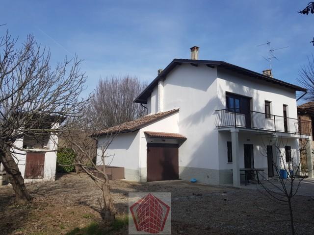 Montù Beccaria (PV) Fraz. Molinazzo  VENDITA Villino ristrutturato con giardino Rif. 262