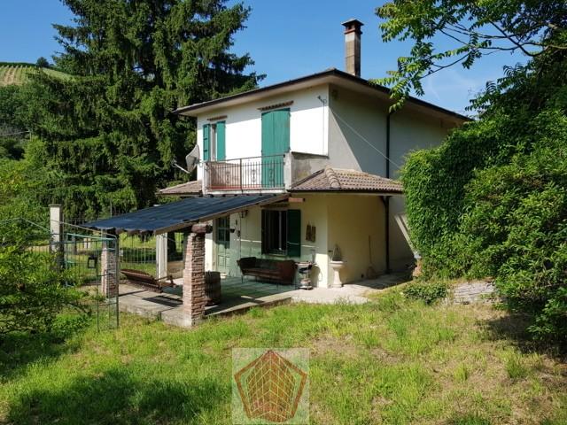 Stradella (PV) Fraz. Torresacchetti VENDITA Casa singola con giardino Rif. 292