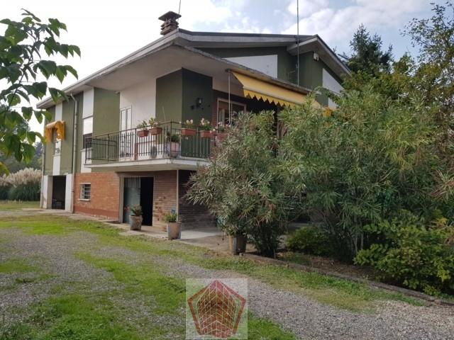 Broni (PV) VENDITA Villa con giardino Rif. 335