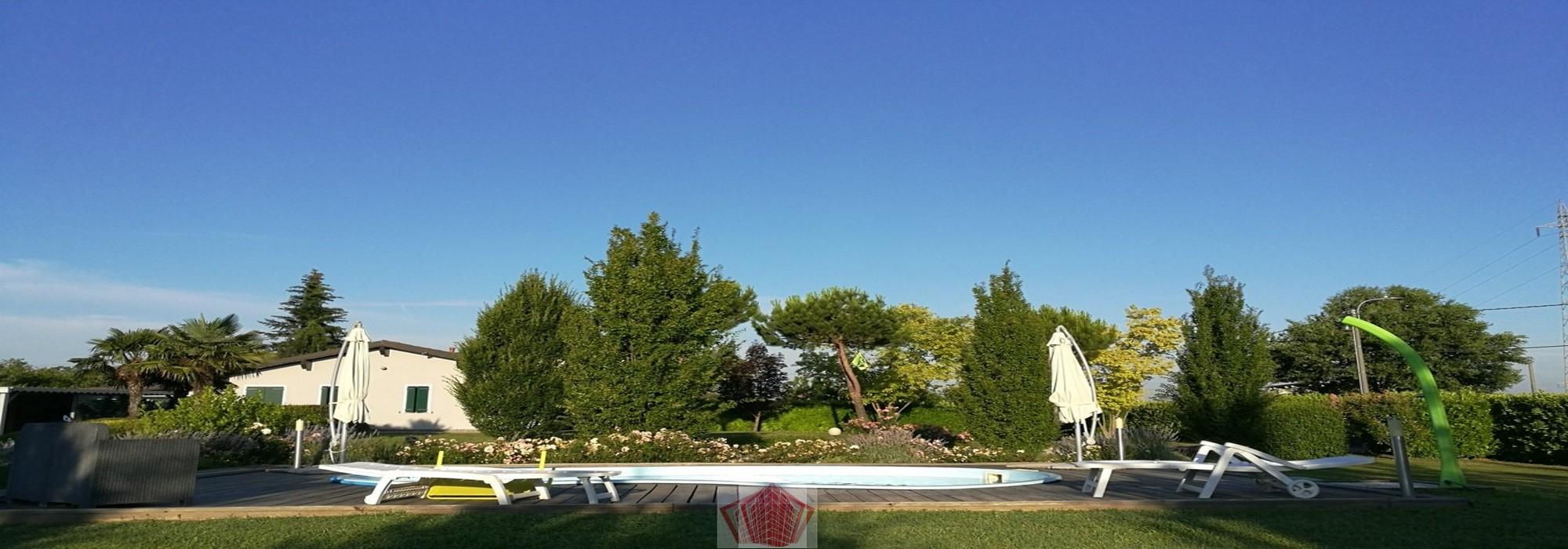 Broni PV VENDITA Elegante villa con piscina e parco privato Rif. 526
