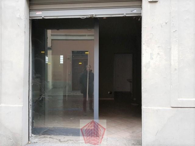 Broni (PV) Centro AFFITTO Negozio con una vetrine Rif. 344