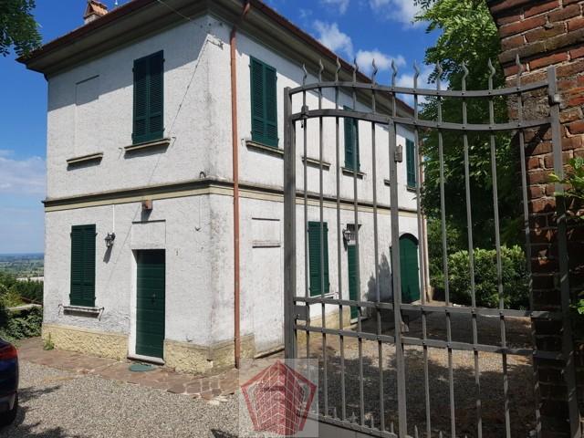 Stradella (PV) VENDITA Casale d'epoca con vista panoramica Rif. 374