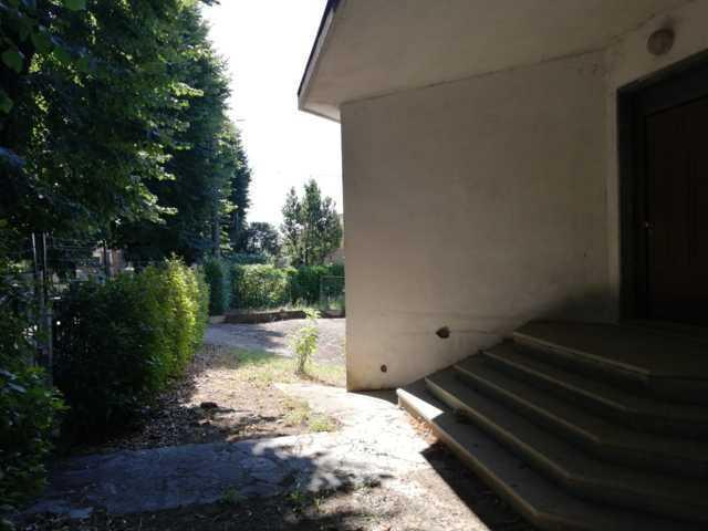 STRADELLA (PV) V.le Liberta' VENDITA Villa con ampio giardino Rif. 392