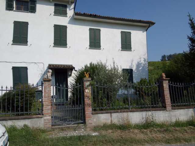 Stradella (PV) Prima periferia  VENDITA Casa singola con giardino e terreno Rif. 395