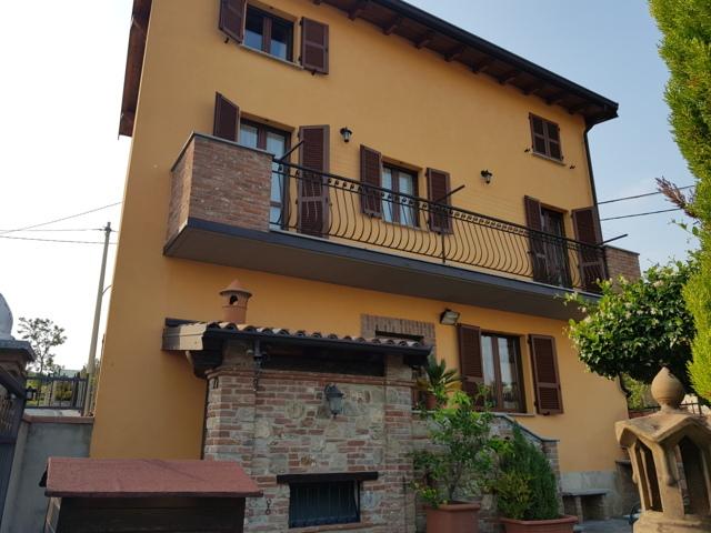 Canneto Pavese (PV) Fraz. Beria VENDITA Villa con giardino e capannone Rif. 399