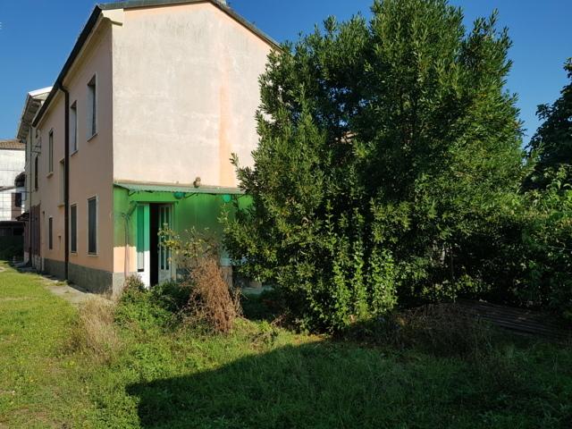 Portalbera (PV) VENDITA Casa di corte con giardino Rif. 402