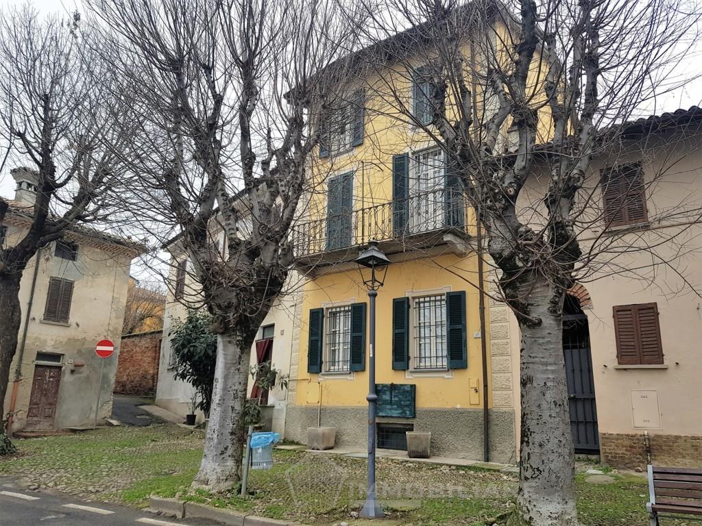 Casteggio (PV) VENDITA Casa d'epoca con finiture di pregio e giardino Rif.C330