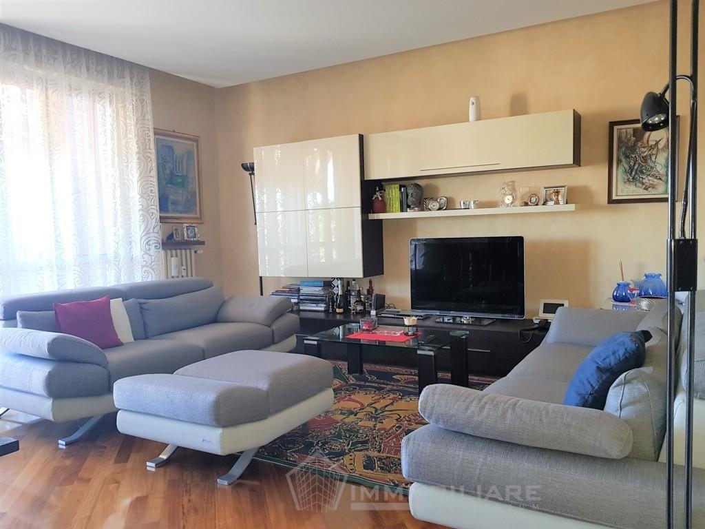 Voghera (PV) VENDITA luminoso appartamento con terrazzo e box doppio Rif.C356