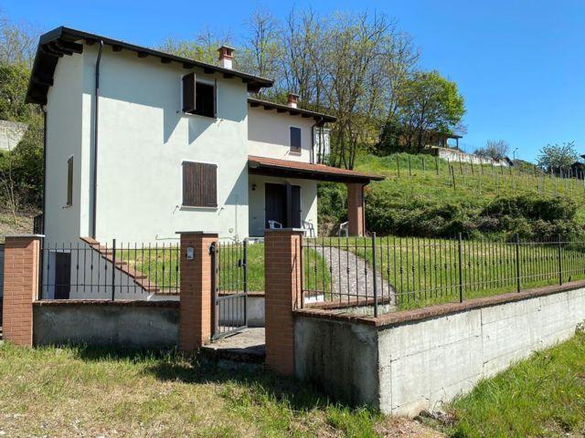 Santa Maria Della Versa (PV) frazione Donelasco VENDITA Villa con giardino Rif. 637