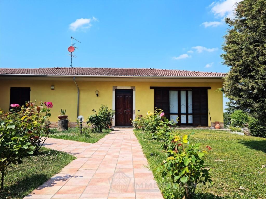 Torrazza Coste (PV) VENDITA Splendida villa con giardino su unico piano abitativo Rif.C360
