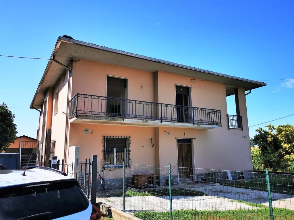 Verrua Po (PV) VENDITA Appartamento in villa con giardino e box Rif.C375